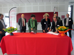 signature convention Phelma Safran - septembre 2012